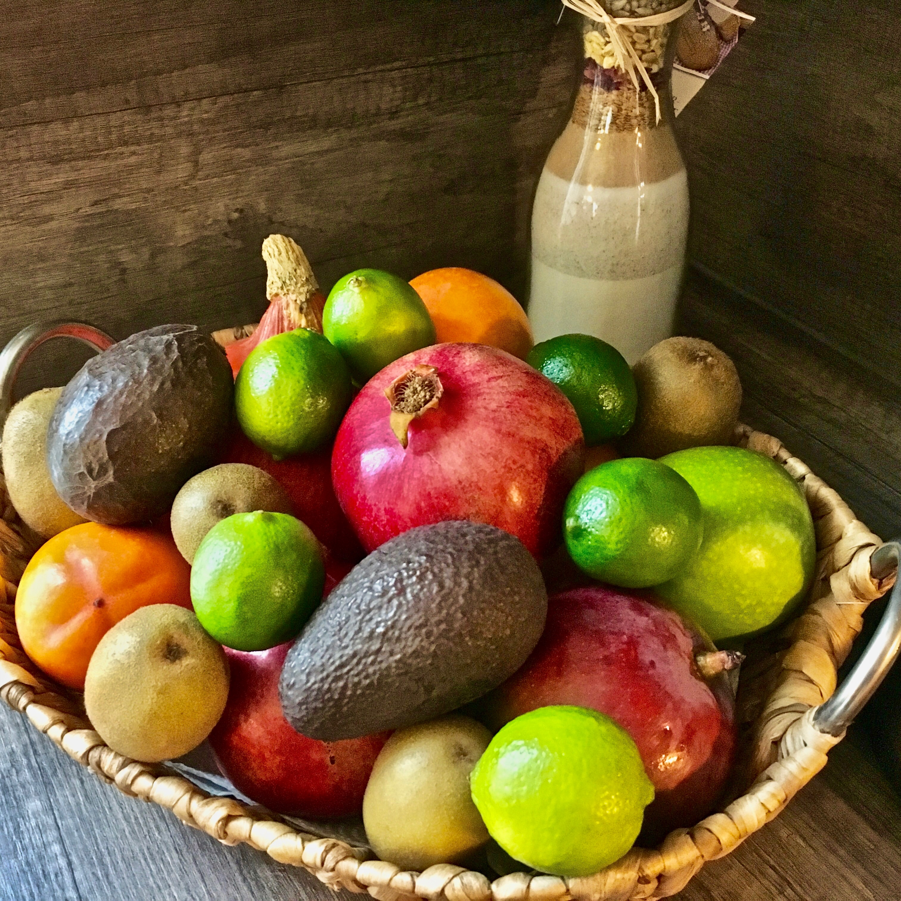 Obst eignet sich hervorragend als Snack zwischendurch. Je bunter desto vielfältiger die mitgelieferten Vitamine, Mineralstoffe und sekundären Pflanzenstoffe. Aber Vorsicht: hier lauert die Zuckerfalle! Also Obst in Maßen genießen, die Menge macht's.