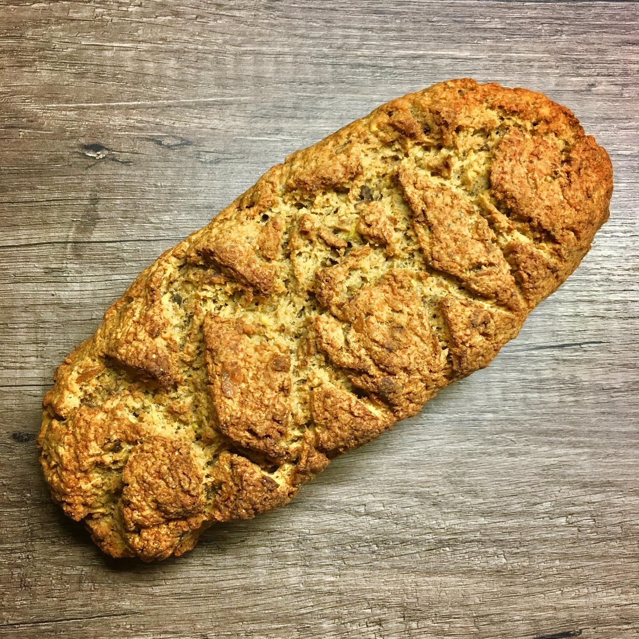 AIP Brot. Viele Autoimmunerkrankte vermissen Brot während der Durchführung des Autoimmunprotokolls und in der Paleo-Ernährung. Tatsächlich muss man nicht gänzlich auf diesen Genuss verzichten! Es gibt vollkommen getreidefreie Varianten, so wie unser knuspriges AIP Brot. Guten Appetit!