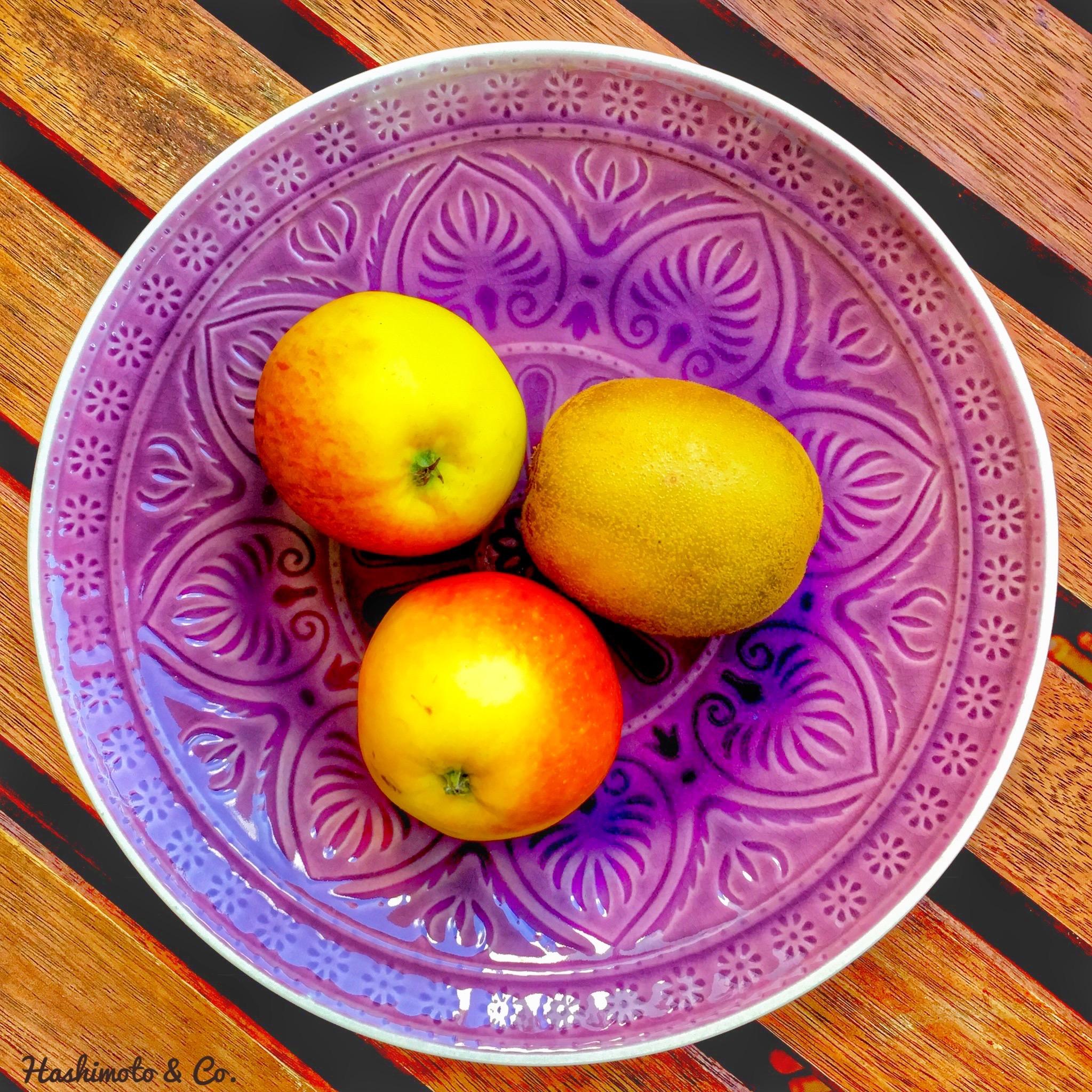 Zwei mittelgroße Äpfel und eine mittelgroße Kiwi entsprechen 20 Gramm Fructose.