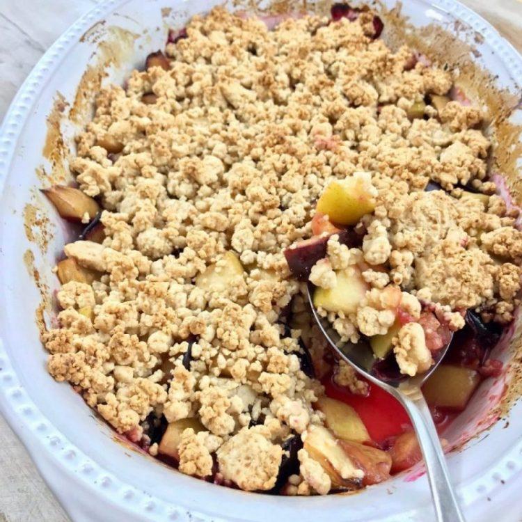 Zwetschgen-Apfel-Streusel mit Maniokmehl