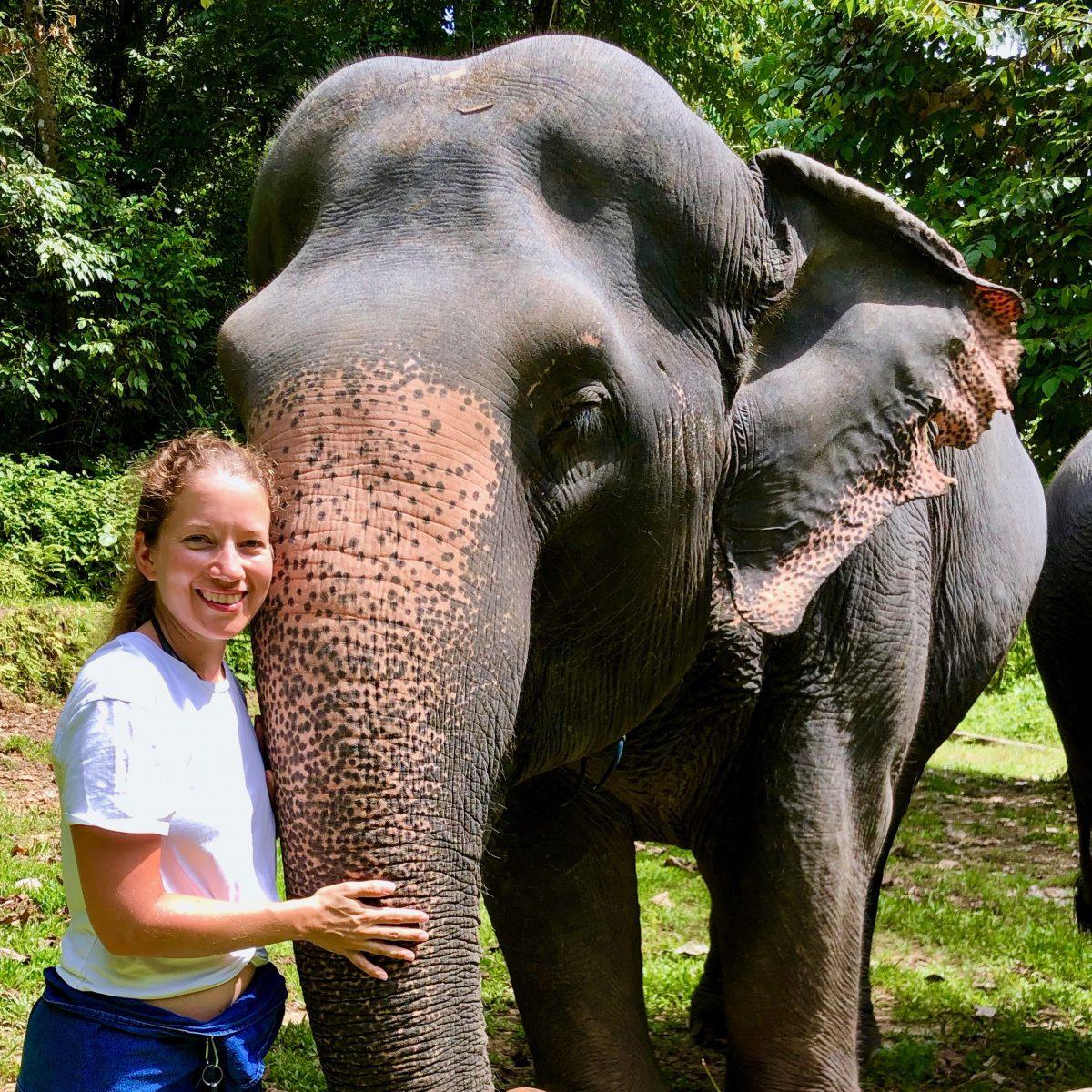 Sabrina mit Elefanten-Dame Duong-Jai