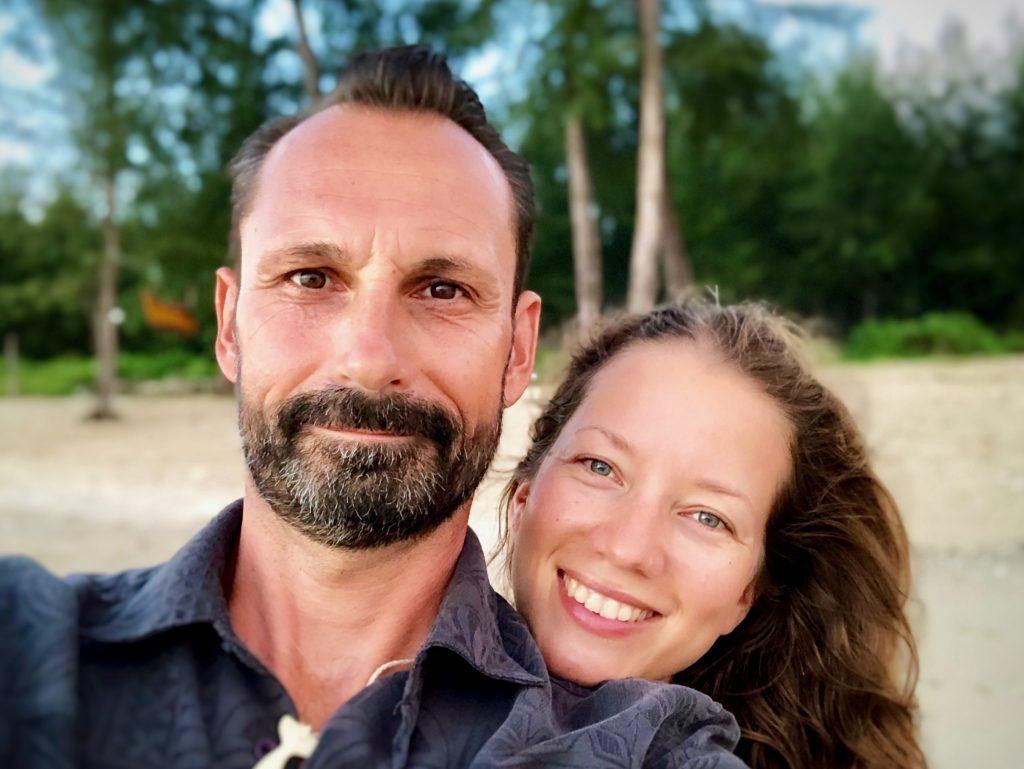 Porträt Sabrina und René Bergmann, Autoren der Autoimmunprotokoll Praxishandbuch Reihe